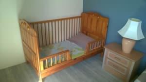 La chambre familiale Lit enfant, barreaux amovibles.